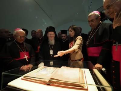 """Mons. Satriano accoglie Bartolomeo I: """"Grazie per l'impegno quotidiano per il dialogo ecumenico tra le chiese sorelle. Scegliamo una combattiva tenerezza per ridare vigore a ciò che è possibile per continuare a credere nella bontà""""."""