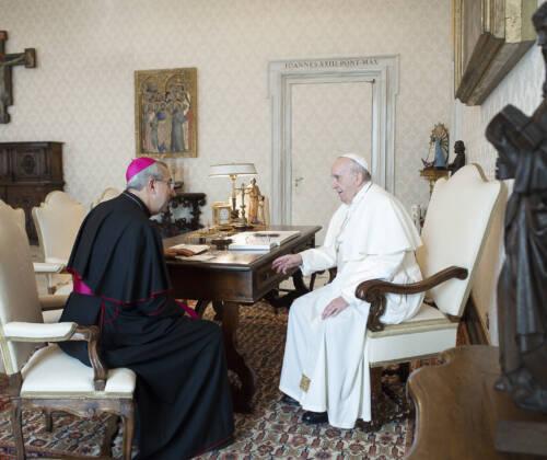 Mons. Satriano e una delegazione dell'Arcidiocesi in udienza dal Papa